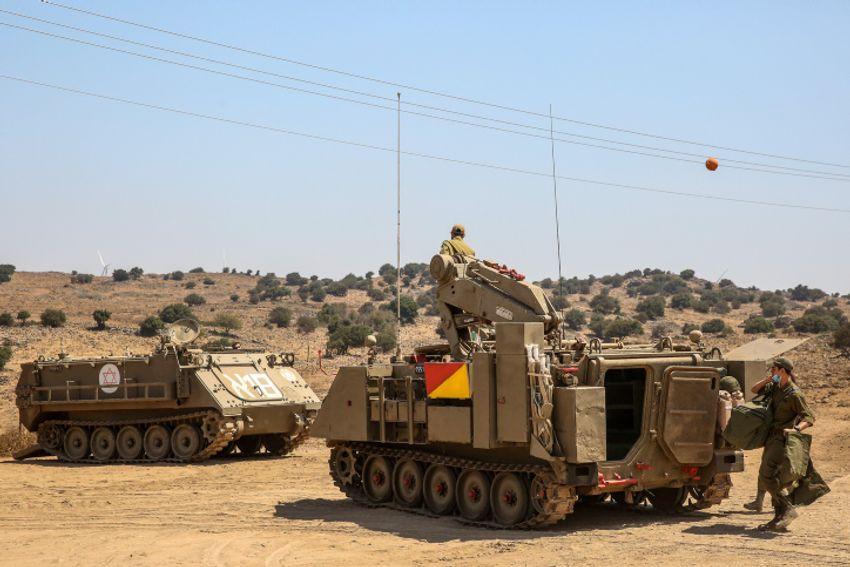 Soldados israelenses durante uma broca perto da fronteira entre Israel e Síria, nas Colinas de Golã, norte de Israel, em 4 de agosto de 2020.