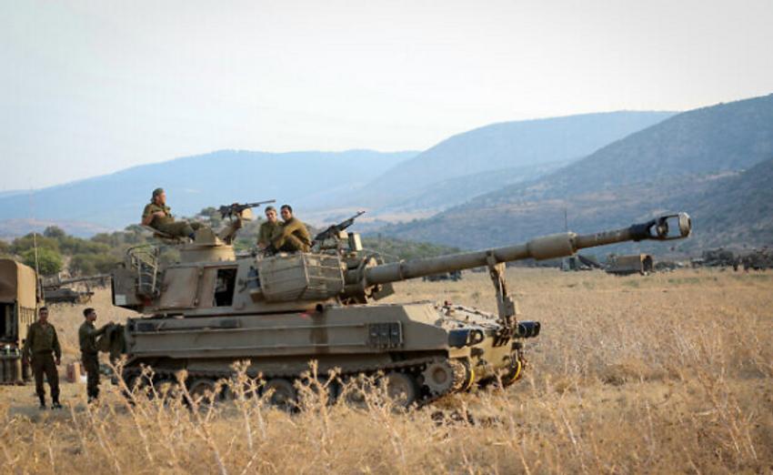Les forces de l'armée israélienne près de la frontière entre Israël et le Liban sur le plateau du Golan le 27 juillet 2020