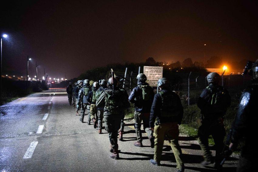 Tropas israelenses durante uma caçada ao terrorista palestino que abriu fogo contra soldados das FDI na Cisjordânia, em fevereiro de 2020.