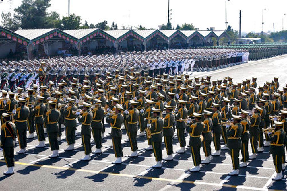 عناصر من الحرس الثوري الإيراني خلال عرض عسكري في طهران في 22 أيلول/سبتمبر 2017