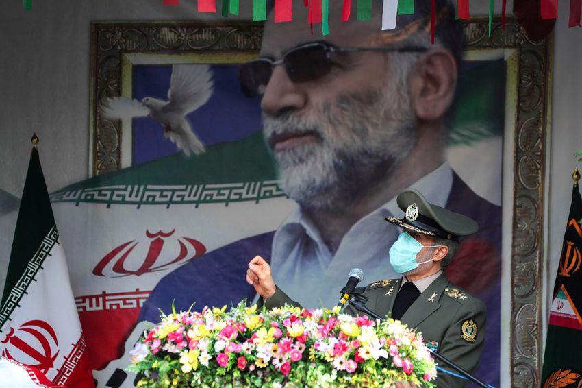 وزير الدفاع الايراني خلال تشييع فخري زادة