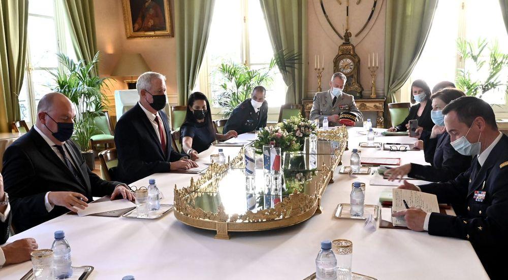 Le ministre israélien de la Défense et la ministre française des Armées, Florence Parly à Paris, le 28 juillet 2021