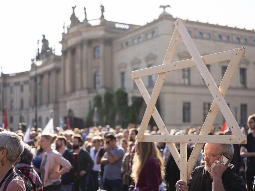 Protesters rally against anti-semitism on October 13, 2019 at Bebelplatz square in the centre of Berlin, in a reaction to the Halle shooting.