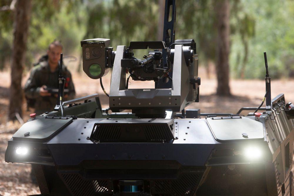 O semi-autônomo 'REX MKII' da Israel Aerospace Industries, com tração nas quatro rodas, é visto em uma instalação do IAI perto da cidade israelense de Lod, em 9 de setembro de 2021
